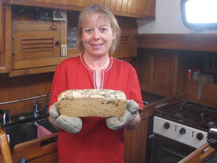 Babs mit selbst gebackenem Brot