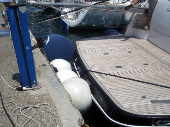 Motorboot-Heck-Fender