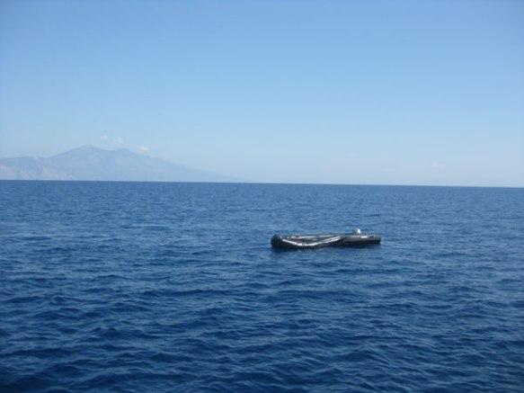 Schlauchboot-treibt